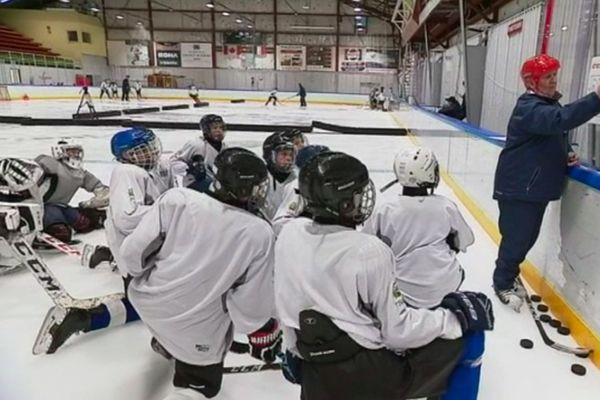 Des collégiens et lycéens se perfectionnent au sein la section sportive hockey de Saint-Pierre
