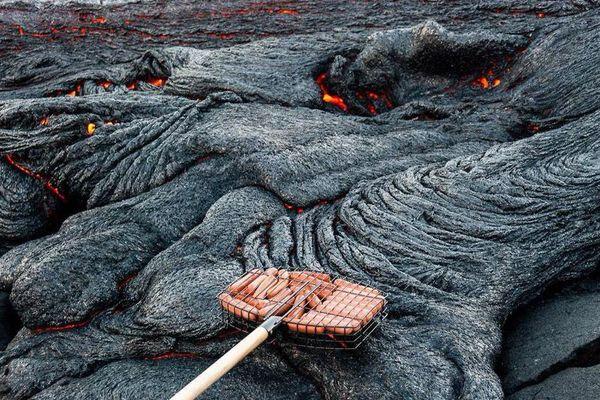 Fake grillade saucisses sur volcan