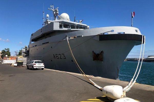 marée noire à maurice naufrage wakashio Champlain navire militaire FASZOI envoi matériel 080820