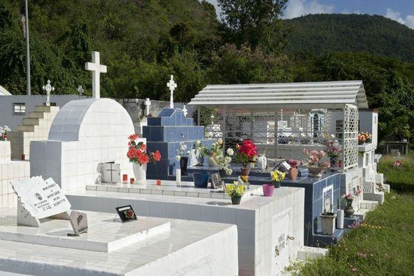 cimetière du village Anse d'Arlet en Martinique