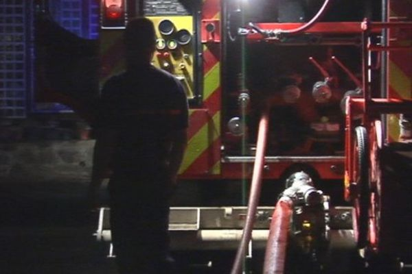 Incendie mortel à Saint-Denis. Le corps d'un homme de 42 ans est retrouvé par les pompiers.