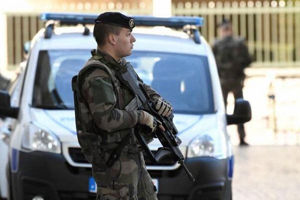 """7 000 militaires sont déployés dans le cadre e l'opération """"sentinelle"""""""
