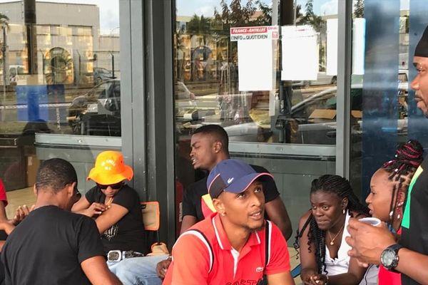 Mouvement UEC-UGTG au Leader Price de Grand Camp