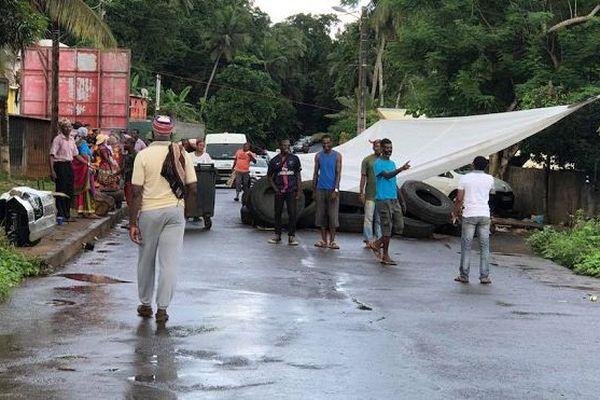 Mayotte : barrages levés ce week-end mais le mouvement reprendra lundi