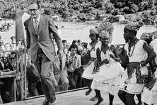 Le 23 décembre 1975, Jacques Chirac, alors Premier ministre, est accueilli à Fort-de-France en Martinique