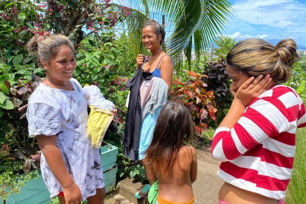 L'association de Mareva Georges distribue des vêtements aux femmes