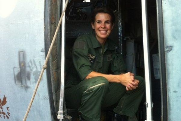 Une femme prend les commandes de l'escadron de transport de la base 181 à gillot