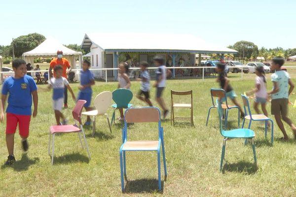 Jeux d'enfants à Awala-Yalimapo