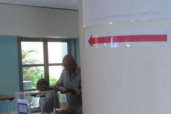 Bureau de vote au Gosier