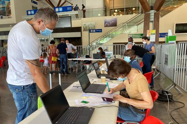 Aéroport, test anti-génique pour les voyageurs à destination de La Réunion et la métropole