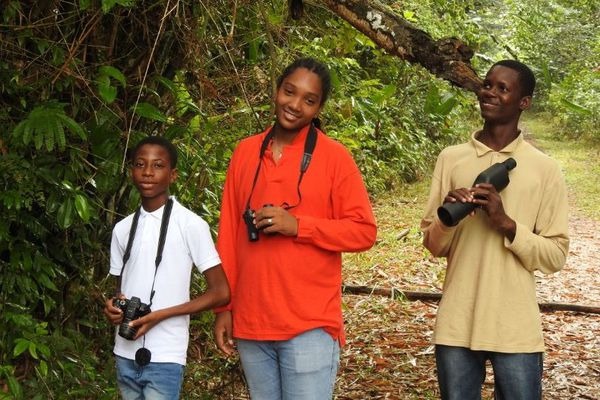 3 élèves de l'atelier avifaune