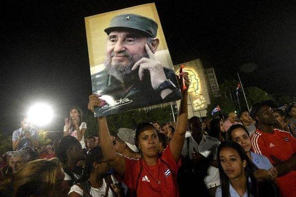 Manifestation en hommage à Fidel Castro