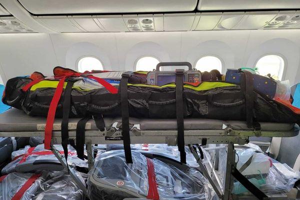 L'avion de Air Austral qui est en train d'être aménagé pour les évasan