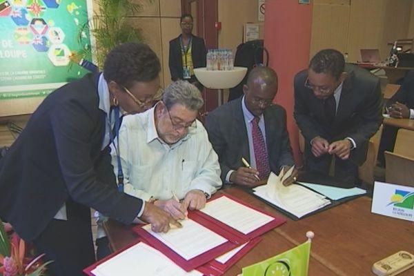 Signature de l'adhésion de la Guadeloupe à l'OECO