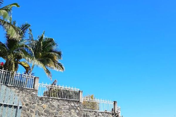 Ciel bleu sur Bois-de-Bèfles Saint-Paul