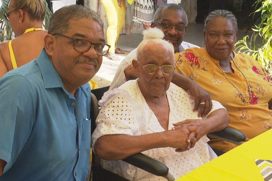 Antoinette Christiane Nabo une centenaire honorée par toute sa famille... - Guyane la 1ère