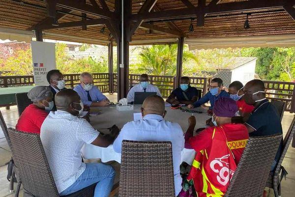 Réunion des grévistes et de la direction de BDM, présidée par le préfet Jean-François Colombet - @Hachim Said Hachim - Mayotte la 1ère
