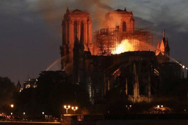 Notre-Dame de Paris en feu