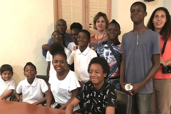 Toute l'équipe de l'atelier avifaune du collège Arsène Bouyer d'Angoma