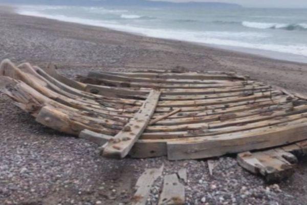 L'épave d'une goélette retrouvée sur la côte Ouest de l'isthme de Miquelon-Langlade est en cours d'identification