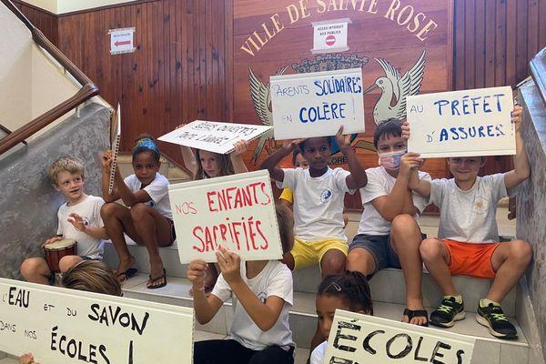 Sainte-Rose : écoliers et parents exigent des conditions décentes pour travailler