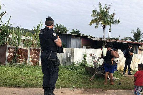 Les forces de l'ordre ont encadré le déménagement des familles concernées par les mesures de destruction