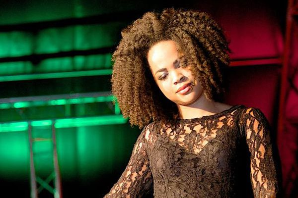 Toni Blu chanteuse