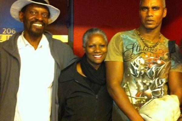 Le chanteur Gilbert Anastase, la choriste Marie-Céline Croné, et le Tambouyé Armand Acheron