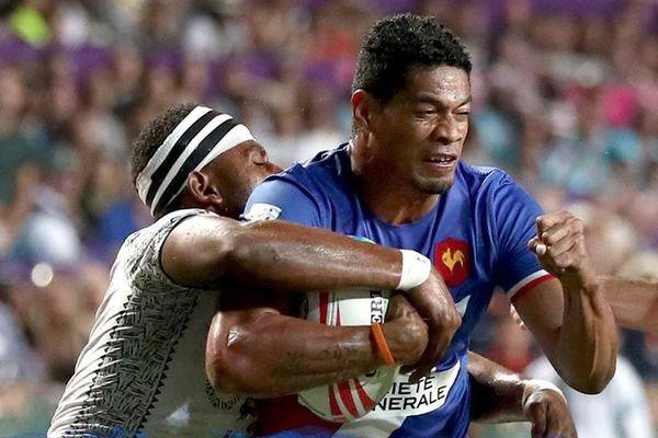 Sefo Siega contre les Fidjiens.