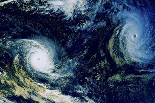 Bruce et Amara, deux cyclones intenses