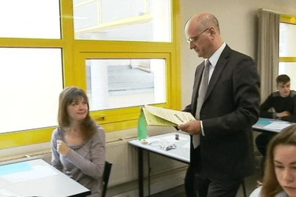 Jean-Michel Blanquer remet les sujets du BAC ES