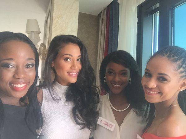 Hinarere Taputu - Miss Word France 2015 - Avec ses amies miss