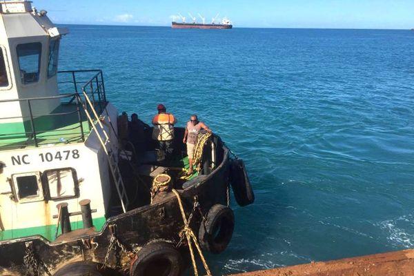 Confinement, reprise des chargements de minéralier à Poum, SLN et Sonarep, 27 mars 2020