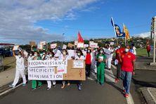 Les manifestants  encadrés par les représentants syndicaux.