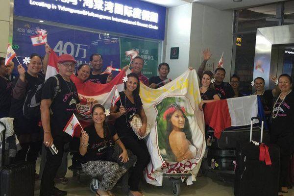 Photo de famille en arrivant à l'aéroport de Sanya