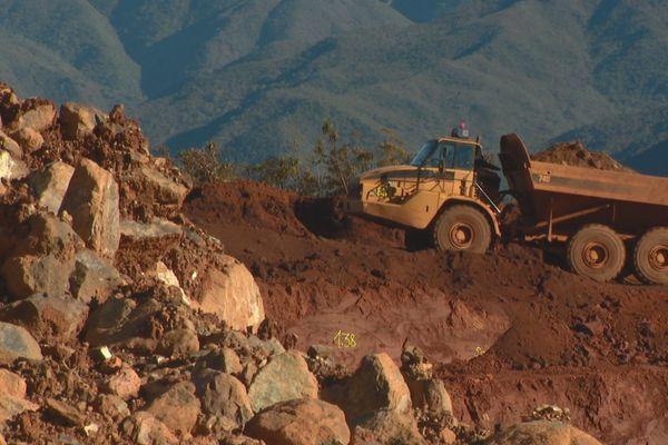 Camion sur la mine Montagnat, août 2018