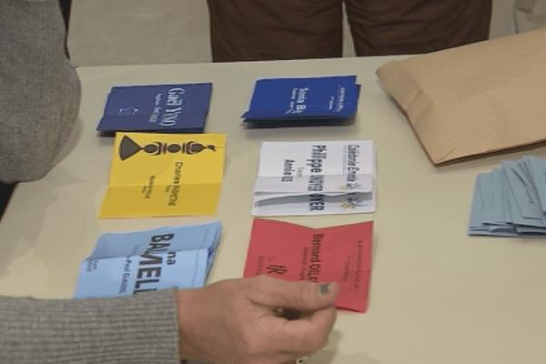 Législatives bulletins de vote. Dépouillement 1er tour