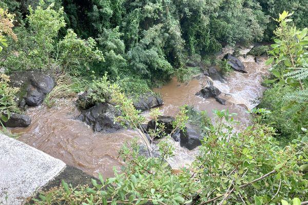 Ravine en crue à Petite-Ile sud 2021
