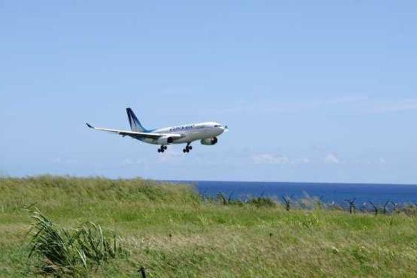 Atterrissage avion air austral 01