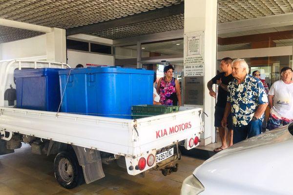 Les poissonniers du marché expriment leurs inquiétudes à la mairie, 22 septembre.