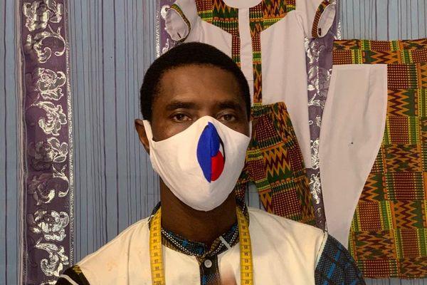 Tailleur africain à Cayenne offre 150 masques pour les personnels soignants