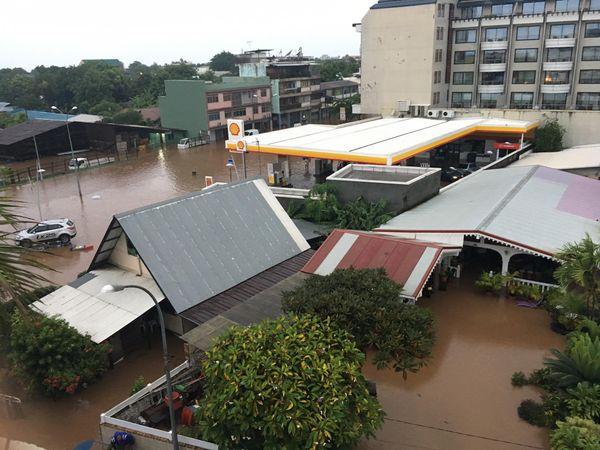 La pluie s'invite dans les rues de Tahiti