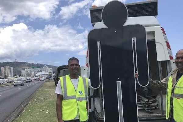 Des silhouettes noires sont installées sur les bords des routes à La Réunion.