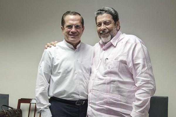 Ricardo Patino et Ralph Gonsalves