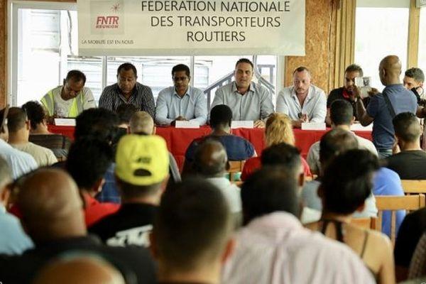 Les transporteurs sont réunis au siège de la FNTR, ce vendredi 4 octobre, à Saint-André.