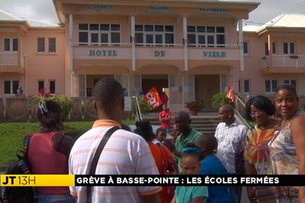 Grève mairie Basse-Pointe
