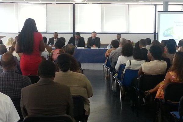 Les maires, l'Etat et le rectorat réunis pour signer les convention sur les rythmes scolaires