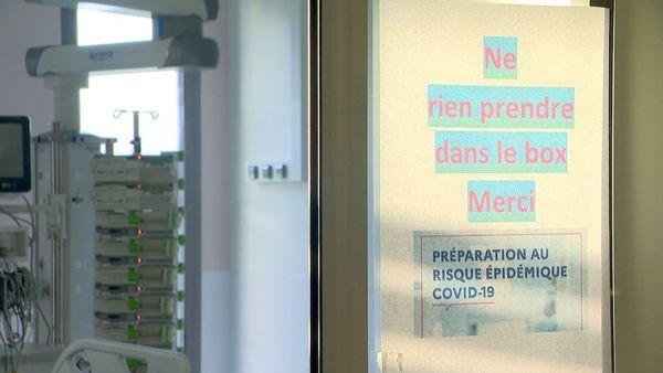 """Panneau au médipôle """"préparation au risque épidémique Covid 19"""", 22 mars 2020"""