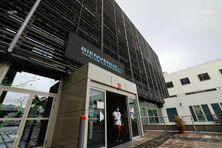 Le CHU de La Réunion tire la sonnette d'alarme. Ses services de réanimation sont saturés.