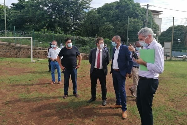 Visite recteur Sada terrain de football